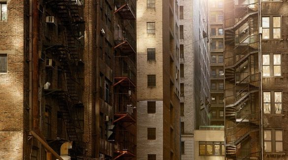 buildings 498198 640 585x325 - עורך דין רכישת דירה – האם כדאי לשכור את שירותיו?