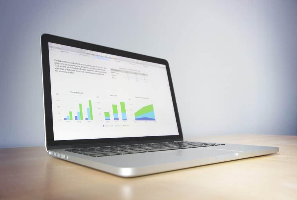 Computers 1546987218 1024x691 - האם כדאי להשקיע סכום חודשי בשירותי קידום אתרים